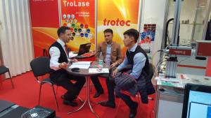 Пластики для гравировка TroLase на выставке Реклама 2016. Обсуждение применения лазерных станков в сувенирном бизнесе.