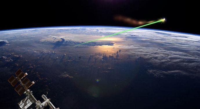 Неправильный космический мусор научились сбивать лазером