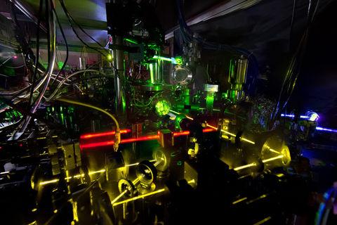 Созданы «двойные» атомные часы с лазером, имеющие самую высокую точность и стабильность на сегодняшний день