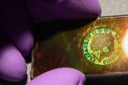 Использование «силы» света позволило создать перезаписываемый голографический материал  + видео