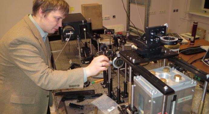 Ученые Университета ИТМО объяснили в Nature, как работает новый сверхкомпактный инфракрасный лазер