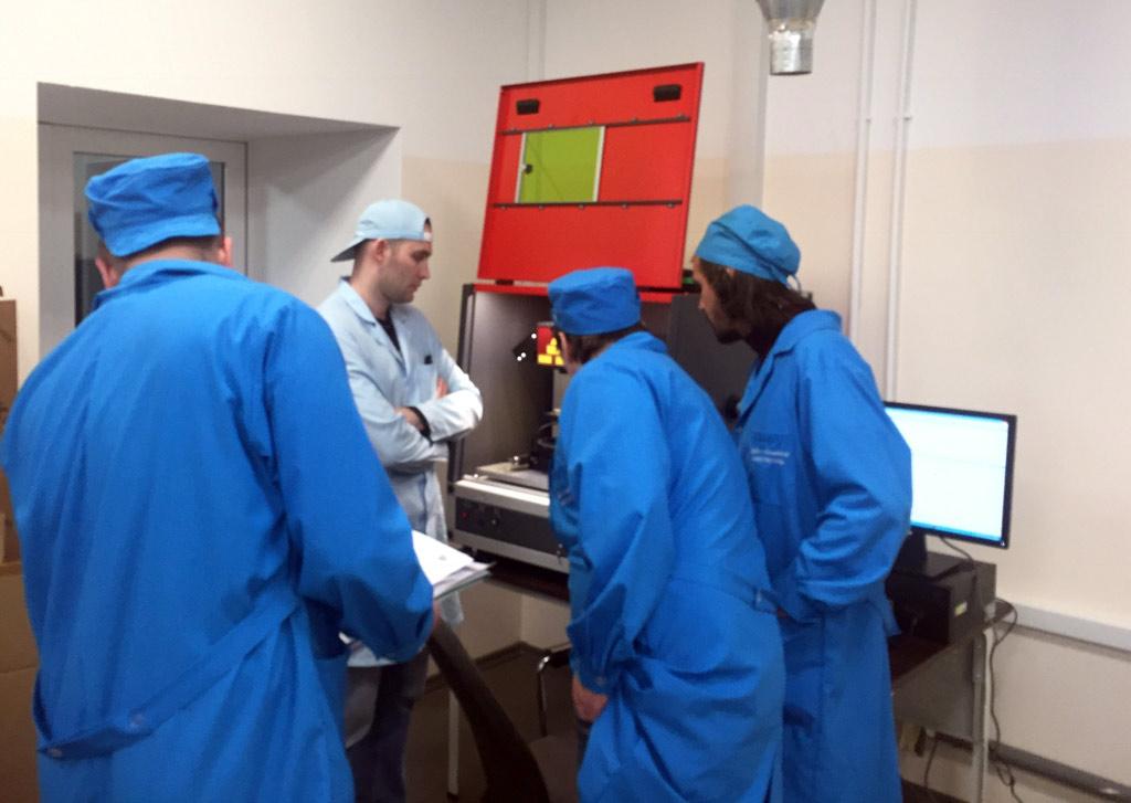 лазерный станок высокоточной обработки различных керамических, полупроводниковых, специальных материалов, применяемых в электронной технике.