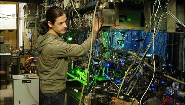 Российские физики сообщили о создании сверхстабильного лазера для измерения времени