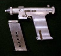 Картечь, мачете, лазер: какое оружие космонавты брали с собой на орбиту