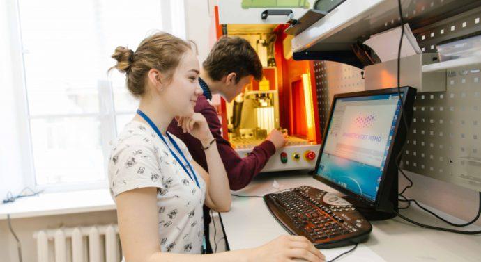 Обучение не по указке: почему Школа лазерных технологий лучше учебника по физике