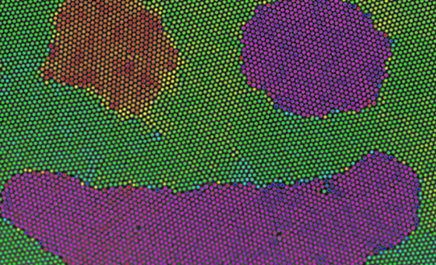 Лазерное плавление помогло сделать коллоидные кристаллиты в виде смайликов