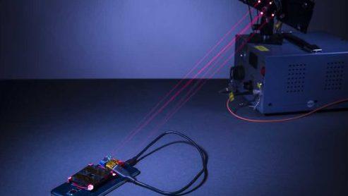 Создана эффективная система зарядки аккумуляторных батарей при помощи луча лазерного света