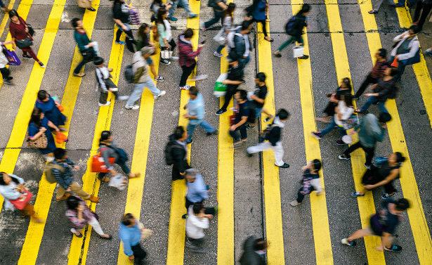Пешеходов-нарушителей вКитае будут разгонять лазером иводным паром