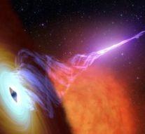 Черные дыры могут являться «лазерами», формирующими лучи из темной материи