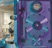 Ученые ИТМО разработали уникальные наночастицы-трансформеры, которые меняют свою структуру при подсветке лазером