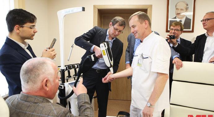 Немецкую делегацию впечатлила белорусская технология заживления ран лазером