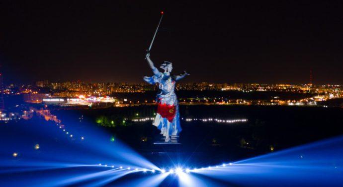Тестовое лазерное шоу на «Родине-матери» показал блогер из Волгограда