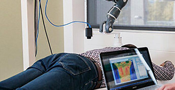 Робот обследует спину и снимет боль лазером