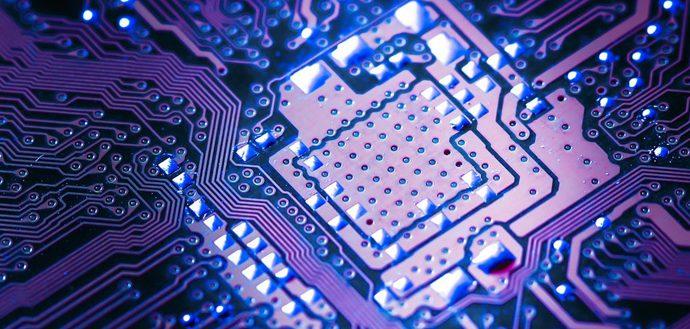 Ученые разработали кремниевые чипы со встроенными нанолазерами