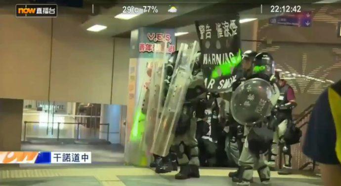 В Гонконге протестующие «атакуют» полицию лазерами, чтобы «ослепить» систему распознавания лиц