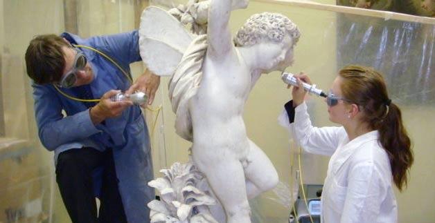Петербургские ученые рассказали, как современный лазер помогает очищать памятники