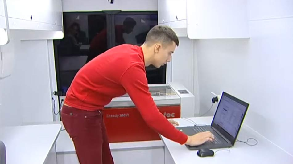 лазерный гравер Trotec в мобильном Кванториуме