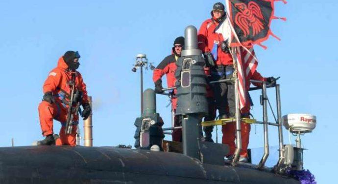 Внимание пользователей привлёк моряк-подводник ВМС США с лазерной «винтовкой»