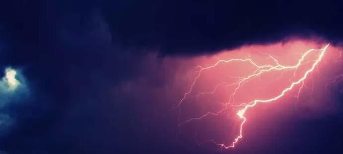 Траекторией молнии можно управлять с помощью лазера