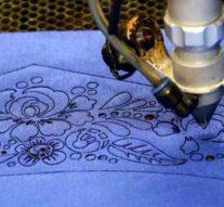 Лазер помогает нам вырезать из ткани те детали, которые невозможно сделать вручную