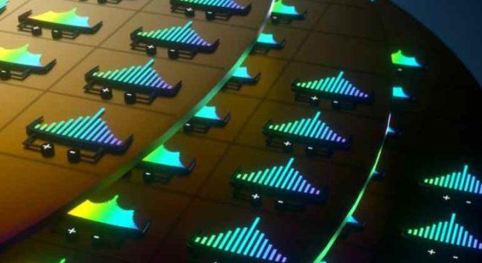Новый метод интеграции лазерных микрогребёнок на чипе ускорит создание высокопроизводительных трансиверов