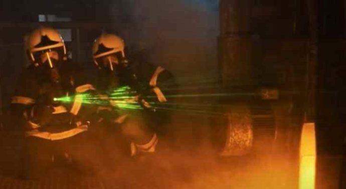 Пожарные шланги с лазерным прицелом: в США меняют систему подготовки военных пожарных